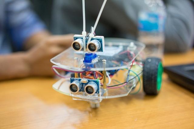 Mô hình lắp ráp Robot Arduino điều khiển tự động