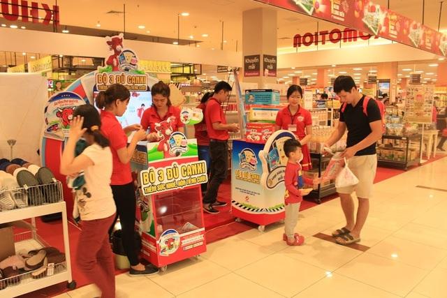 Gian hàng của Con Bò Cười được đặt tại các siêu thị, chợ nhằm tiếp cận người dùng tốt hơn, với mong muốn góp phần cải thiện khẩu phần canxi và chiều cao cho người Việt Nam