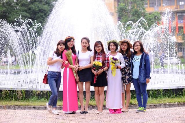 Nguyễn Thị Nhàn (áo dài hồng)