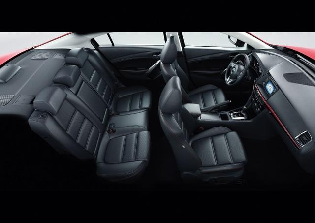 Ghế ngồi trên Mazda6 được tích hợp chức năng chỉnh điện và nhớ vị trí