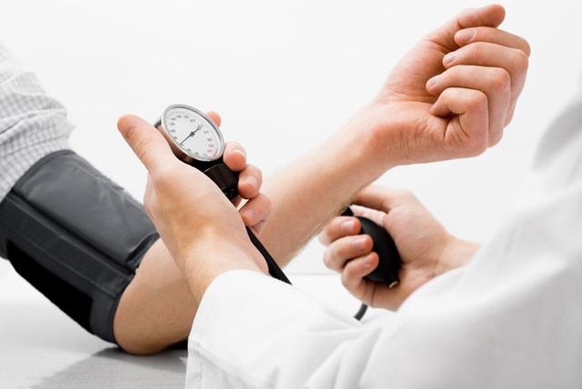 Cảnh báo: dù còn trẻ cũng dễ mắc căn bệnh giết người cao huyết áp - 1