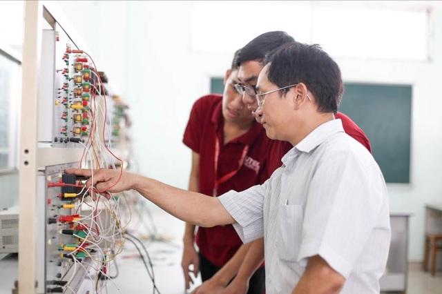 Hệ thống phòng thực hành hiện đại của sinh viên HUTECH