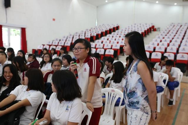 Các học sinh THCS trường Quốc tế IPS Đồng Nai tham gia trả lời câu hỏi dinh dưỡng qua một số trò chơi.