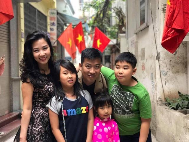 Anh Chánh Văn – Hoàng Anh Tú và gia đình hạnh phúc của mình.