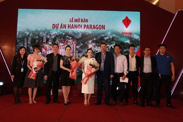 Nhiều khách hàng đã nhận được nhiều giải thưởng trong lễ mở bán.