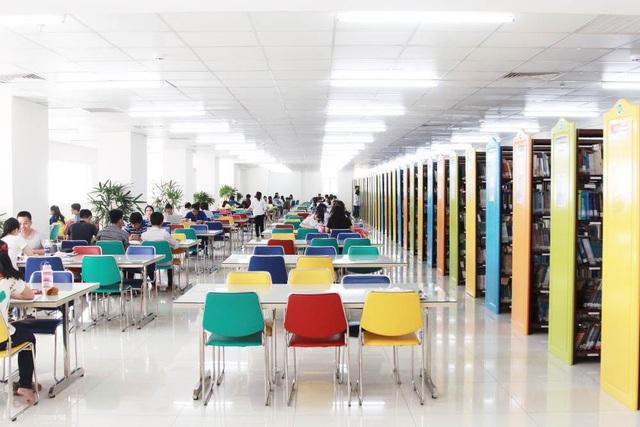 Ấn tượng với không gian Thư viện của đại học sắc màu