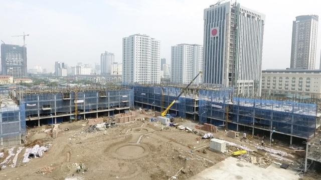 Được khởi công xây dựng vào tháng 10/2016, sau hơn 5 tháng thi công, đến nay khu shophouse đã xây dựng sàn tầng 5, khu nhà liền kề xây đến tầng 4.