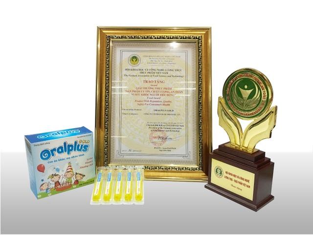 """Oralplus Gold vinh dự đạt giải thưởng """"Sản phẩm uy tín, chất lượng, an toàn vì sức khỏe người tiêu dùng"""" năm 2017"""