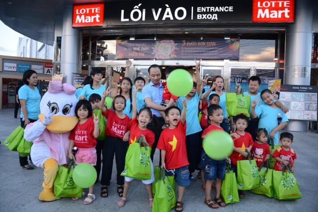 Các em nhỏ được thỏa sức vui chơi trong chương trình Chuyến đi mơ ước do LOTTE Mart Nha Trang tổ chức