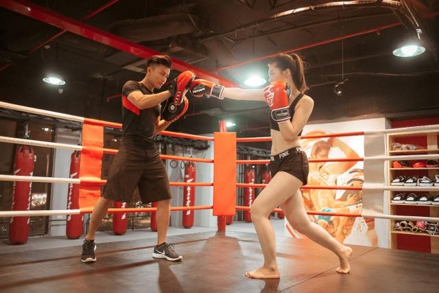 Dành ra 30 phút tập luyện kick-boxing mỗi ngày, bạn có thể dễ dàng sở hữu 3 vòng bốc lửa, săn chắc đầy thu hút.