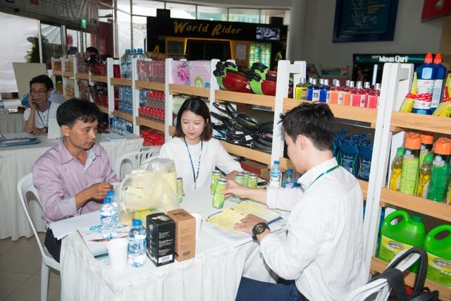 Chuyên viên thu mua LOTTE Mart Hàn Quốc làm việc cùng nhà sản xuất Việt