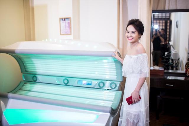 Bảo Thanh rất hứng thú với công nghệ làm đẹp Colagen của Bloom Spa