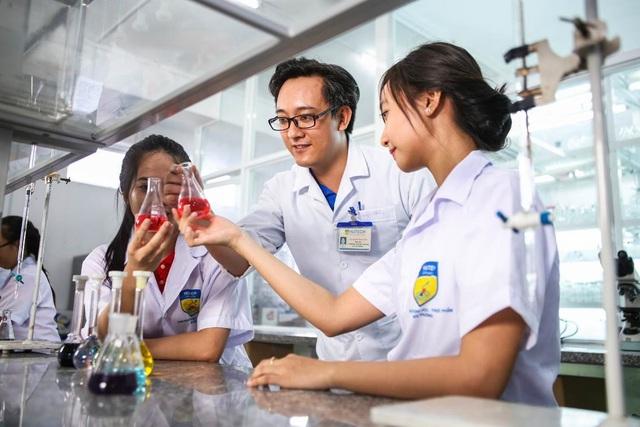 Trải nghiệm giờ học thực hành tại khoa Công nghệ sinh học – Thực phẩm – môi trường