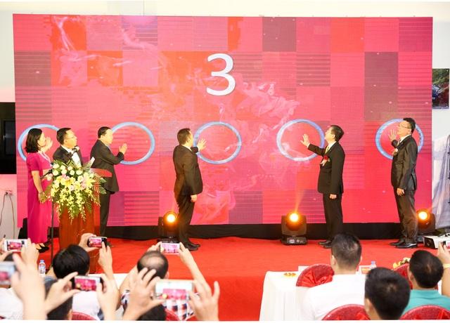 Ban lãnh đạo Nissan Việt Nam và Nissan Lào Cai ấn nút khai trương tại sự kiện