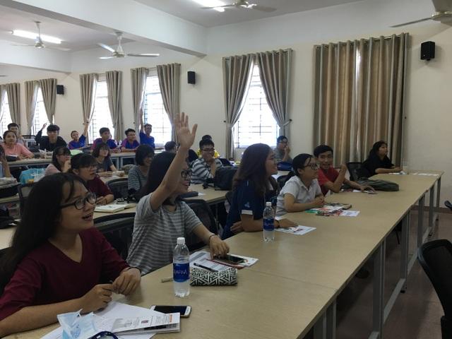 Sinh viên Đại học Bách khoa TP.HCM hào hứng tham gia buổi phát động cuộc thi Nhà Thiết Kế Trẻ Châu Á 2017.