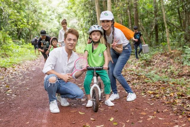 Đăng Khôi – Thủy Anh cùng bé Ken khám phá cung đường thiên nhiên