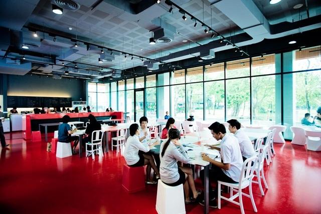 Học viên được tham quan và trải nghiệm môi trường học tập tại ĐH Bangkok trước khi học chính thức