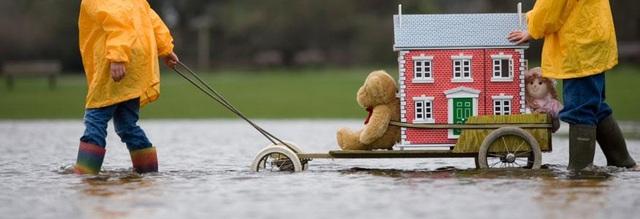 Tiết lộ bí quyết chuyển nhà giữa trời mưa thế nào để đồ đạc không bị hư? - 1