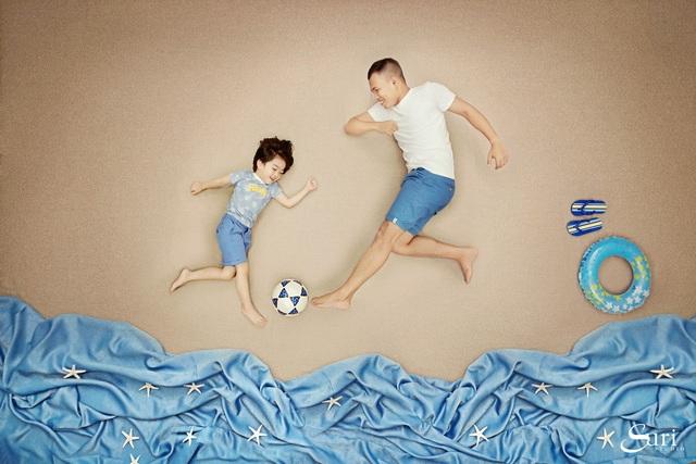 Cú hẩy bóng bằng má ngoài chân phải và qua người rất điệu nghệ của cậu con
