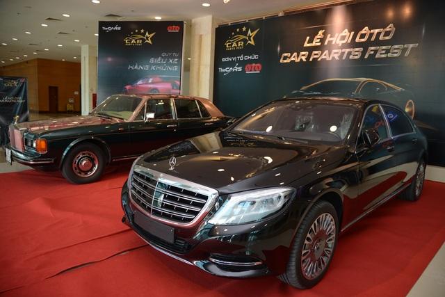 Siêu xe Rolls-Royce và Maybach được trưng bày tại họp báo ra mắt hôm 22/7