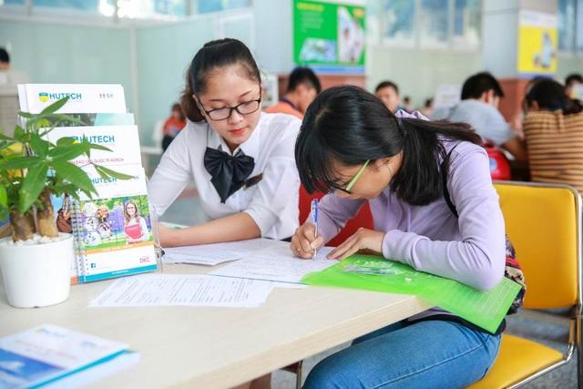 HUTECH nhận hồ sơ xét tuyển học bạ lớp 12 đến ngày 10/8