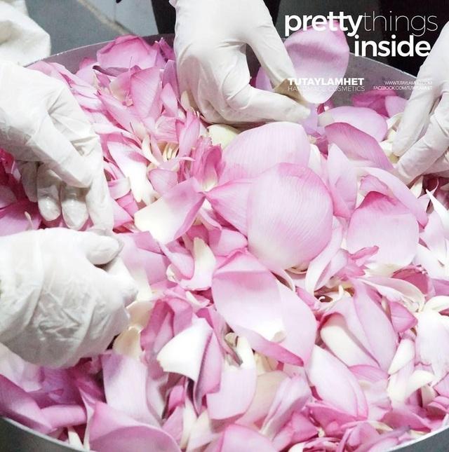 Toner hoa sen là một trong những sản phẩm được nhiều chị em yêu thích vì mùi hương thư thái và thuần khiết