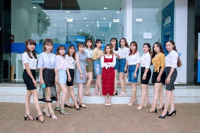 Đội ngũ nhân viên chuyên nghiệp và nhiệt tình của công ty khosim.com