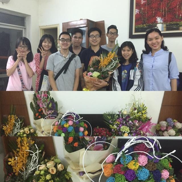 Học sinh đến thăm thầy khi đỗ đại học!