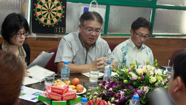 Ông Tomoaki Matsuno - Giám đốc điều hành Kanehide Bio (giữa) đang trao đổi với Nhathuoc365.vn