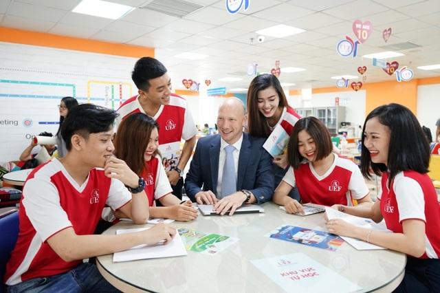 Tại UEF, các môn học bằng tiếng Anh chiếm trên 50% thời lượng giảng dạy
