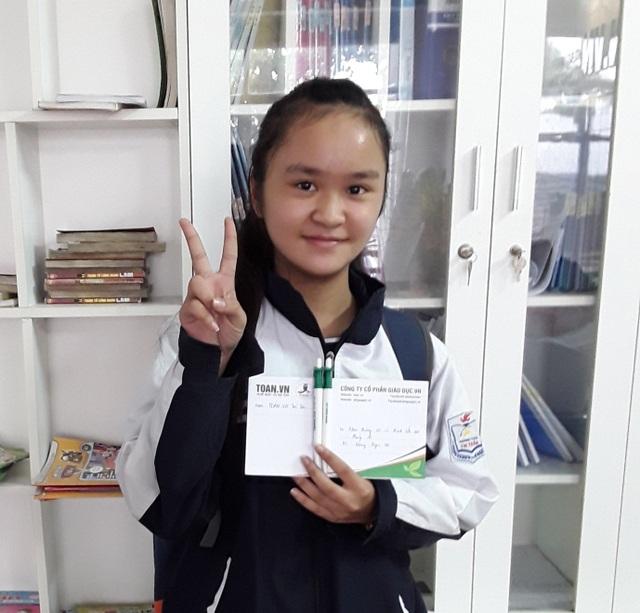Bạn Lương Ngọc Hà, lớp 7 (Hà Nội) đặc biệt sợ môn hình học, điểm đầu vào được 2. Sau 3 tháng, con đã rất thích học hình, mong đến giờ hình.