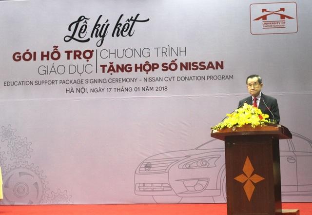 Ngài Dato Cheah Sam Kip- Cố vấn cấp cao của tập đoàn Tan Chong tin tưởng những thiết bị giảng dạy này sẽ mang lại nhiều lợi ích cho học viên trong quá trình học tập