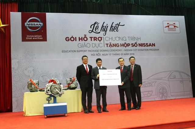 Công ty TNHH Nissan Việt Nam trao tặng thiết bị giảng dạy cho trường Đại học Công nghệ Giao Thông Vận Tải Hà Nội