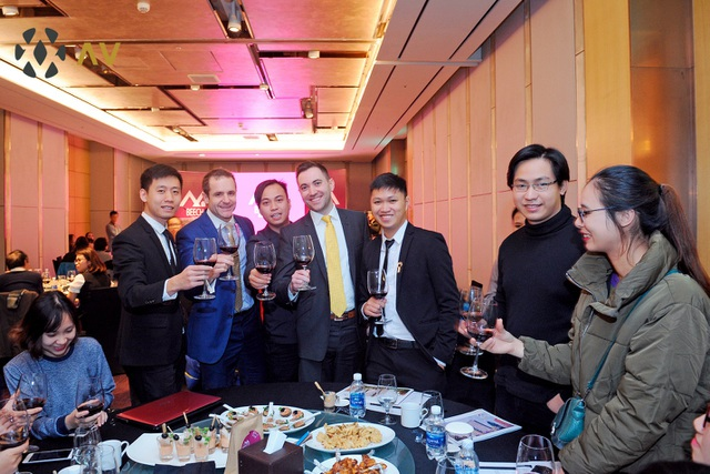 Mr. Stephen Beech - Chủ tịch tập đoàn Beech Holdings giao lưu cùng các khách hàng tham dự sự kiện