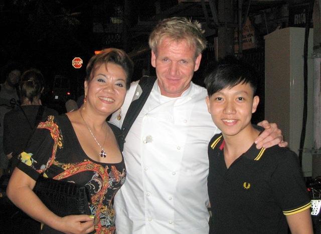 Gordon Ramsay đến thưởng thức và học hỏi món ăn tại Khoa Ngan.