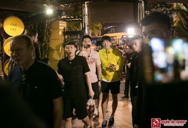 Tài tử Lee Seung Gi cùng dàn sao Hàn hội ngộ HLV Park Han Seo tại nhà hàng Quán Ăn Ngon – Hà Nội - 1