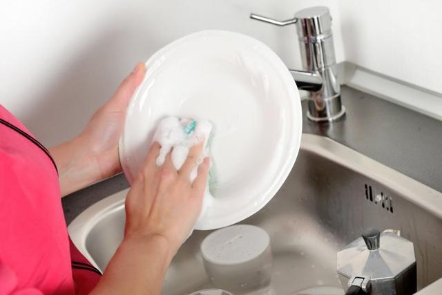 Rửa chén bát đúng cách, không hại sức khỏe cực kỳ cần thiết cho mọi bà nội trợ thông minh