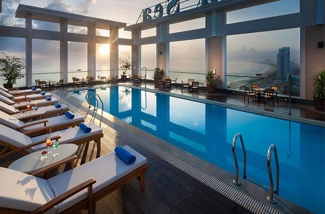 Bể bơi ngoài trời với chất lượng dịch vụ đẳng cấp.