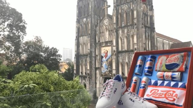 Siêu phẩm Pepsi x Fila xuất hiện gần Nhà Thờ Lớn