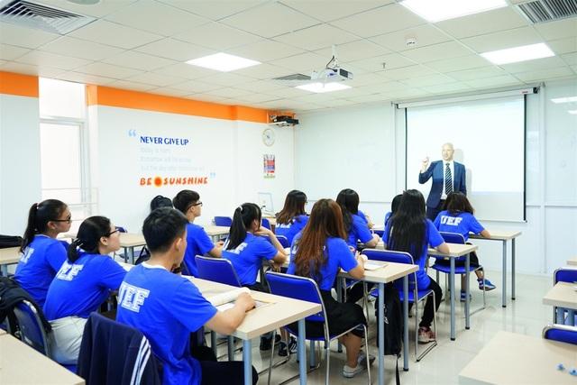 Sinh viên UEF được thụ hưởng môi trường học tập chuẩn quốc tế