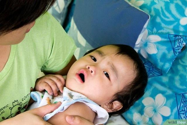 Cha mẹ cần theo dõi triệu chứng của trẻ để tìm nguyên nhân gây bệnh