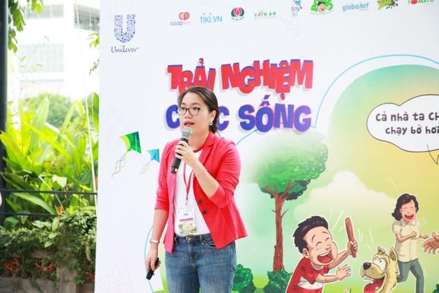Chị Hà Nguyễn Quỳnh Anh – Quản lý nhãn hàng cấp cao của OMO phát biểu tại họp báo