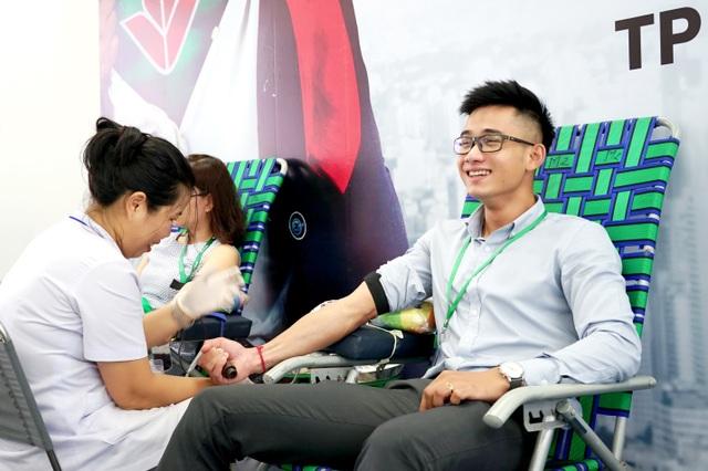 Ngân hàng VPBank kêu gọi được hơn 1.000 đơn vị máu - 2