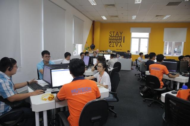 Sinh viên ngành CNTT học tập tại công ty FPT Sofware HCM