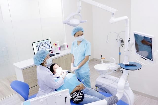 Tại Nha Khoa KIM mỗi ghế nha khoa là 1 phòng riêng biệt và mỗi khách hàng được chăm sóc với 1 bộ tay khoan, bộ dụng cụ riêng
