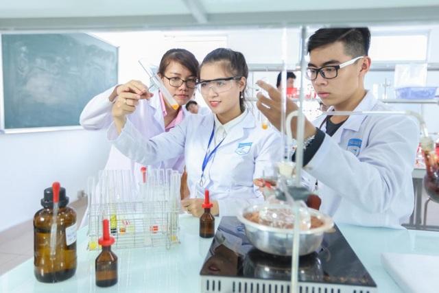 Ngành Dược học tại HUTECH - lựa chọn của đông đảo thí sinh