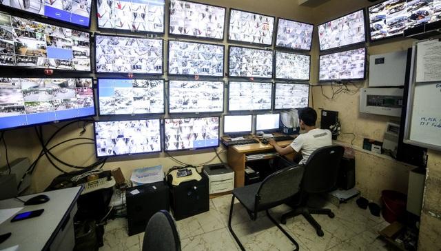 Hệ thống camera giám sát 24/7 xung quanh tòa nhà, đảm bảo khả năng phản ứng nhanh trước mọi tình huống