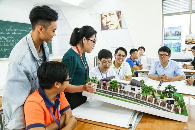 Năm 2018, thí sinh trúng tuyển 1 số ngành của HUTECH sẽ được nhận học bổng doanh nghiệp trị giá 40% học phí toàn khóa học