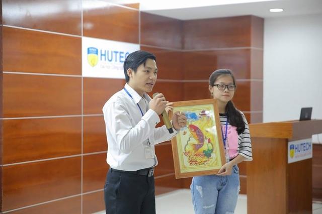 Sinh viên Lê Ngọc Biết với dự án khởi nghiệp từ tranh vảy cá