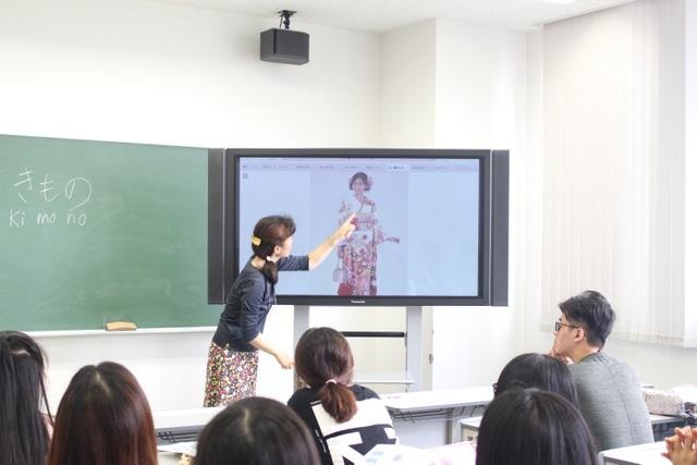 Sinh viên ngành Ngôn ngữ Nhật được trang bị cả ngôn ngữ lẫn văn hoá, lịch sử Nhật Bản